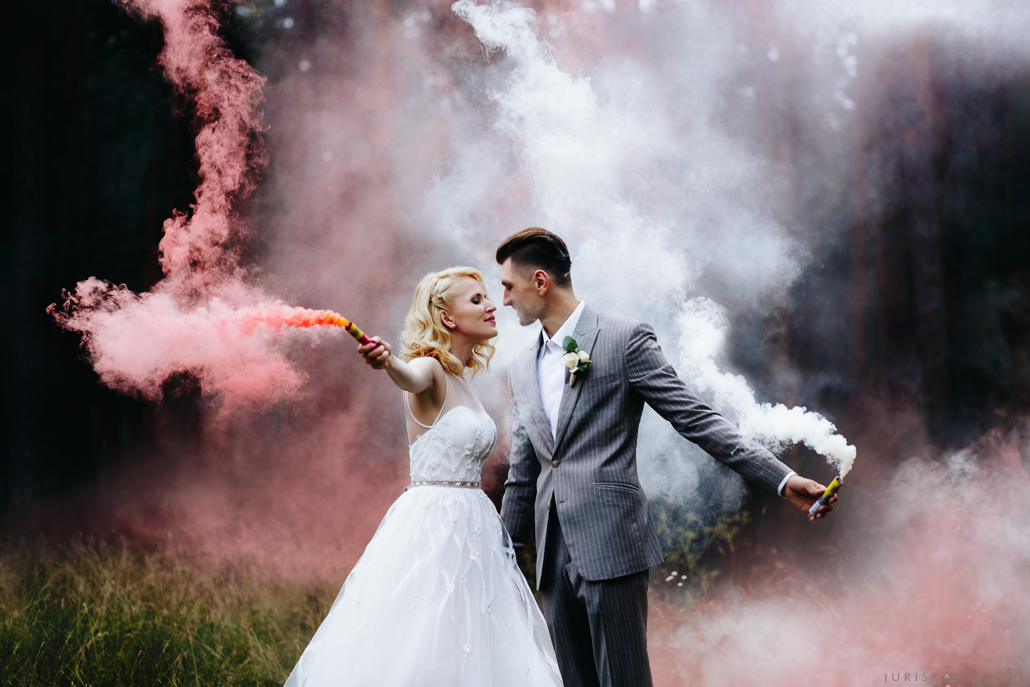 krāsainie dūmi kāzās