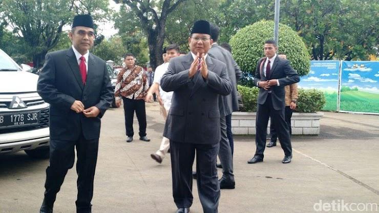 Prabowo Hadiri Pelantikan Anies-Sandi di Istana