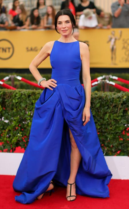 Julianna Margulies in Giambattista Valli Haute Couture at the SAG Awards 2015