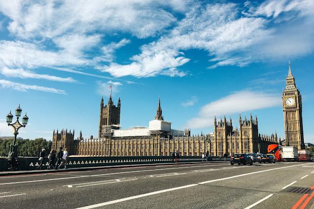 ウェストミンスター橋(Westminster Bridge)から眺めるビッグ・ベン(Big Ben)とウェストミンスター宮殿(Palace of Westminster)