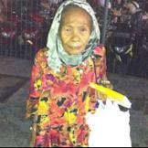Kisah Nenek Marni, Yang Berjalan Kaki Keliling Jakarta Untuk berjualan Tisu