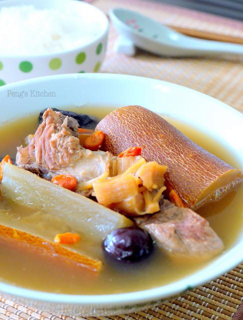 Old Cucumber Pork Ribs Soup