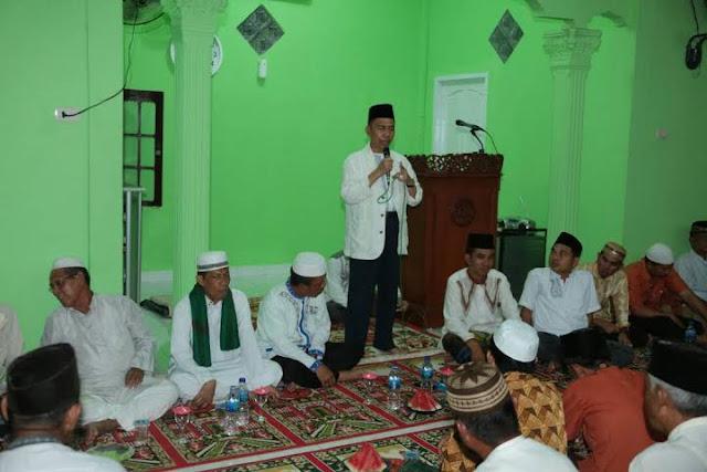 Ishak Mekki Peringati Isra Mi'raj Bersama Warga Kampung Sukawinatan
