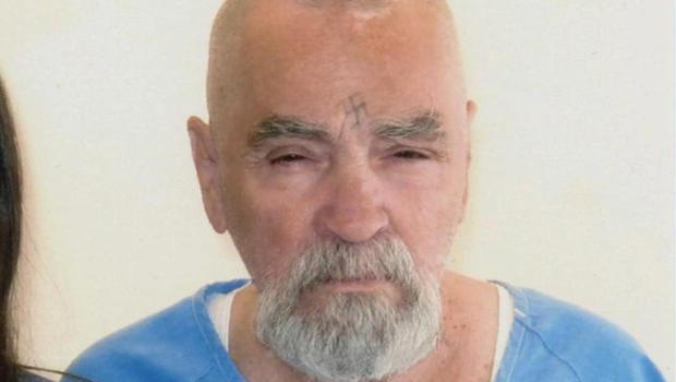 """O assassino em série Charles Manson foi internado ontem, terça-feira, em estado grave em um hospital do estado da Califórnia, nos Estados Unidos, onde cumpre prisão perpétua por seus crimes, informou o jornal """"Los Angeles Times"""""""