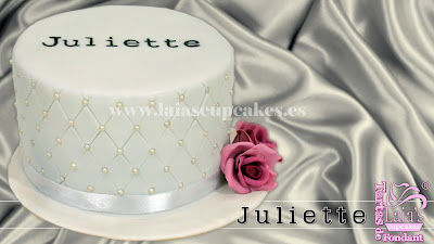 tarta personalizada fondant forrado capitoné perlas elegante blanca plata cumpleaños laia's cupcakes puerto sagunto