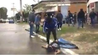 Un joven sufrió heridas en su cabeza luego de recibir golpes de parte de varios asistentes alcoholizados, a la salida de un reducto bailable de Ezpeleta. MOSTRAR MÁS