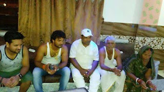 Khesari Lal Yadav with Father, Mother in home Chapra siwan, bihar Photo, Image 2