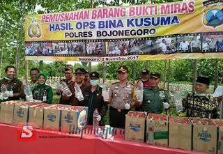 Ribuan Liter Miras Dimusnahkan Di TPA Banjarsari