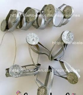 http://clarabelen.com/inspiraciones/4180/tres-adornos-distintos-para-navidad-con-rollos-de-carton-y-corchos/