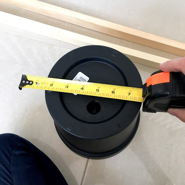 DIY-wooden-plant-stand-measuring