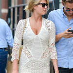 KATE UPTON'S HOT LOOK FANTASTIC IN MY GRANNY'S SWEATER