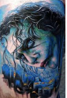 Tatuaje de The Joker Heath Ledger colores azules