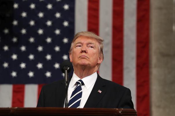 BREAKING NEWS: Donald Trump l-a demis pe şeful FBI, James Comey, din cauza anchetei inadecvate în cazul lui Hillary Clinton