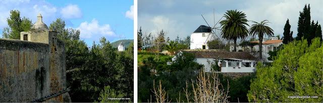 Moinhos de vento nos campos em torno da cidade de Setúbal, Portugal