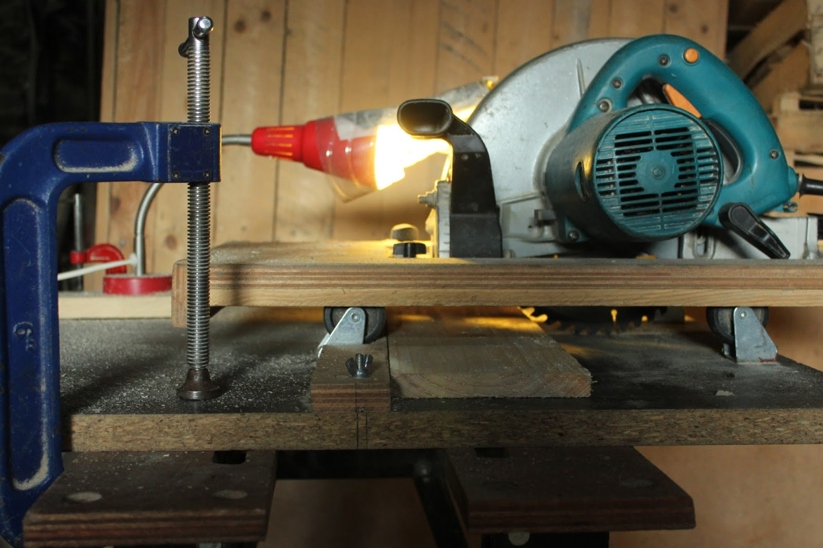 Clamping home-made cross cut saw