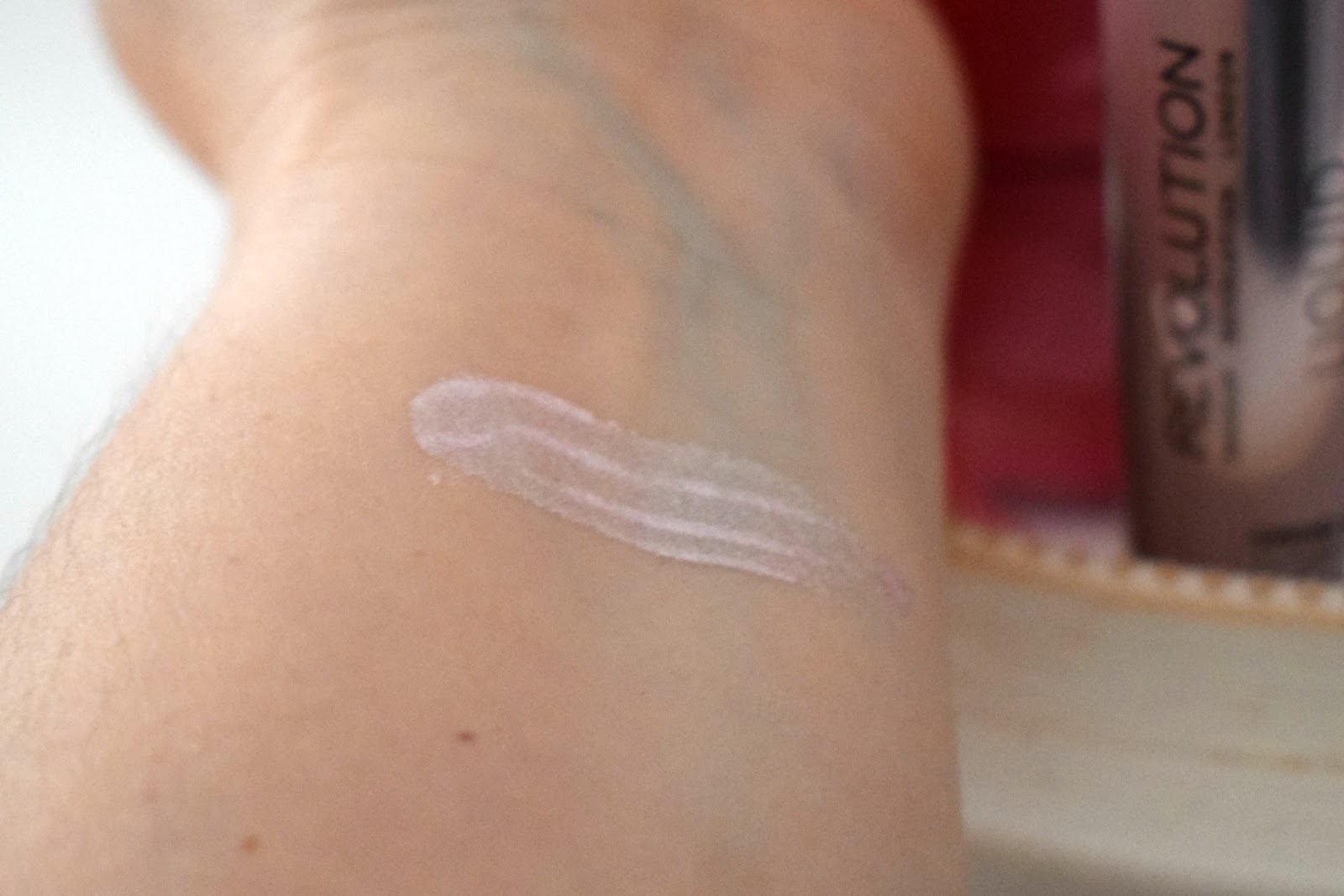 Makeup revolution liquid highlighter ethereal swatch
