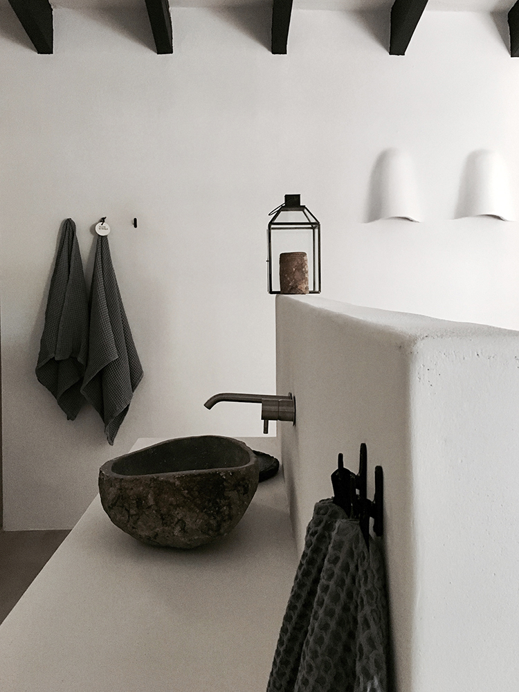 Villa Son Font in Mallorca | Stone bathroom sink