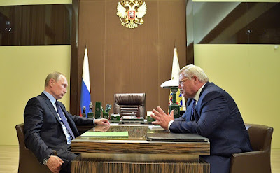 Vladimir Putin with acting Governor of Tomsk Region Sergei Zhvachkin.