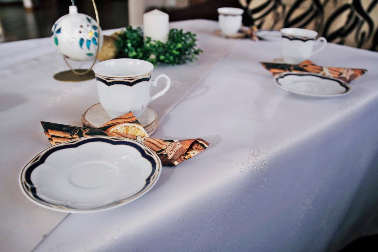 Świąteczny obrus już na stole