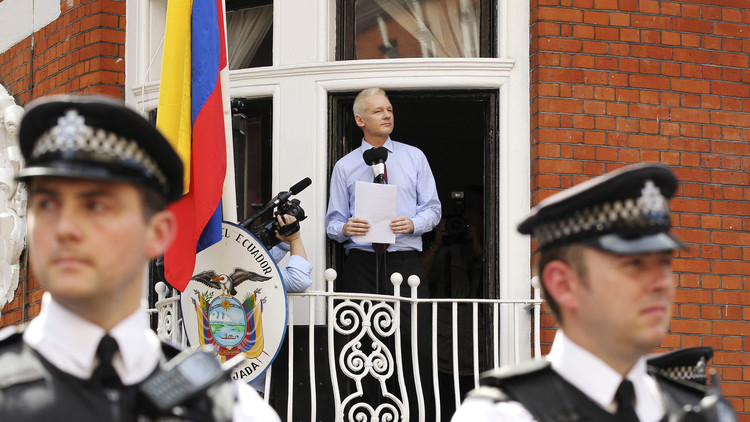 Suecia decide cerrar caso Julian Assange - Ecuador solicita a Theresa May que permita su salida