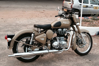 Royal Enfield Classic 500 Desert Storm cruiser side view