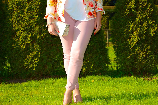 Floral Zara blazer, Topshop shirt, pink J Brand 811 skinny jeans and a Coach Legacy clutch
