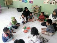 Makan Pepaya Bersama TK Pertiwi Sumbergedong