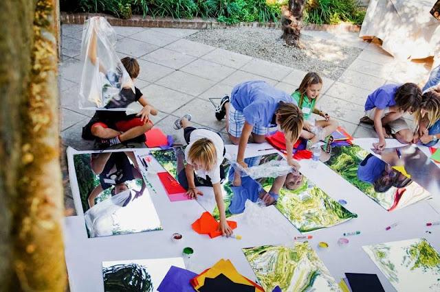 Crianças participando do Kids Day no Peggy Guggenheim
