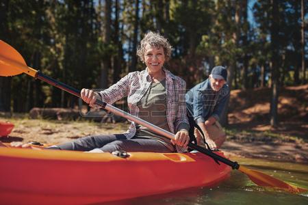 """Mujer en kayak"""