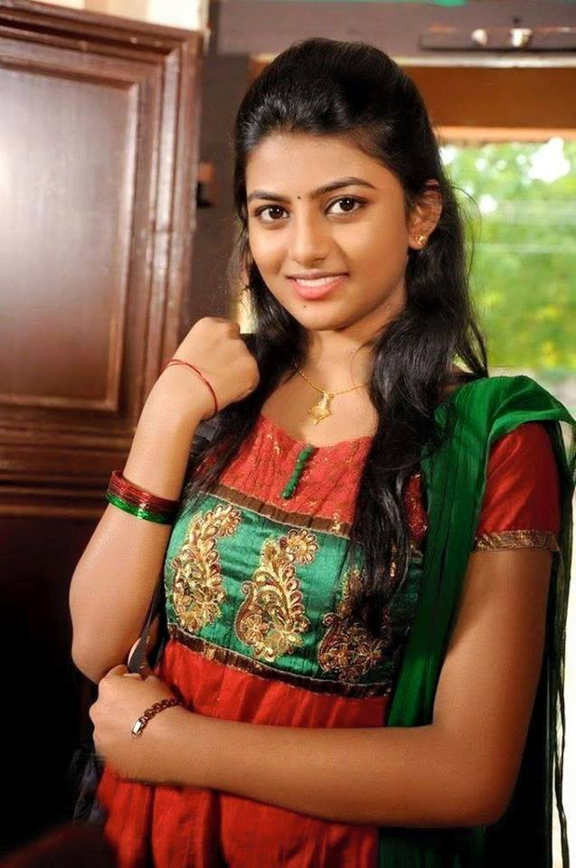 Surabhi Cute Wallpapers Top Movie Actress On Woods Ground Anandhi S Biography And