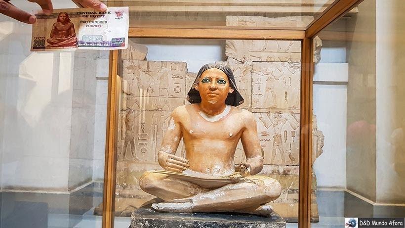 Escriba com rolo de papiro na 4ª/5ª dinastia é o mesmo da nota de 200 libras