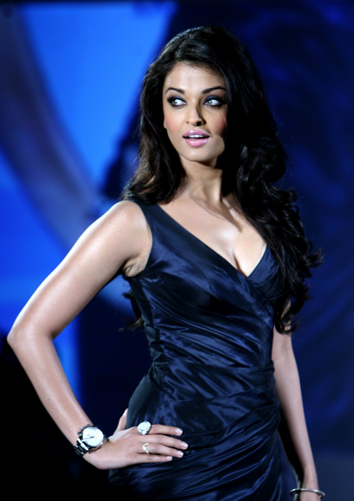 Aishwarya Rai Super Sexy Cleavage Show In Blue Dress At The Launch Of Longines Admiral Collection
