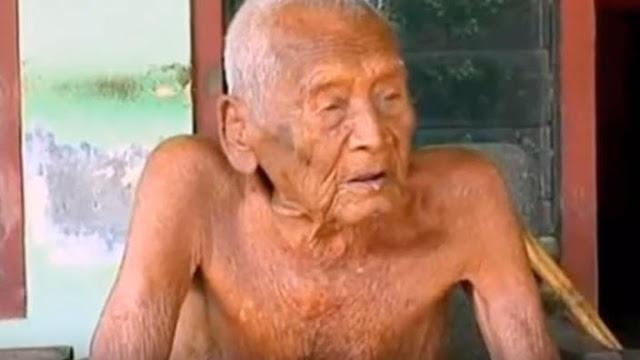 Un hombre asegura tener 145 años y dice estar listo para morir