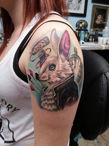 Esse lindo coelho branco tatuagem