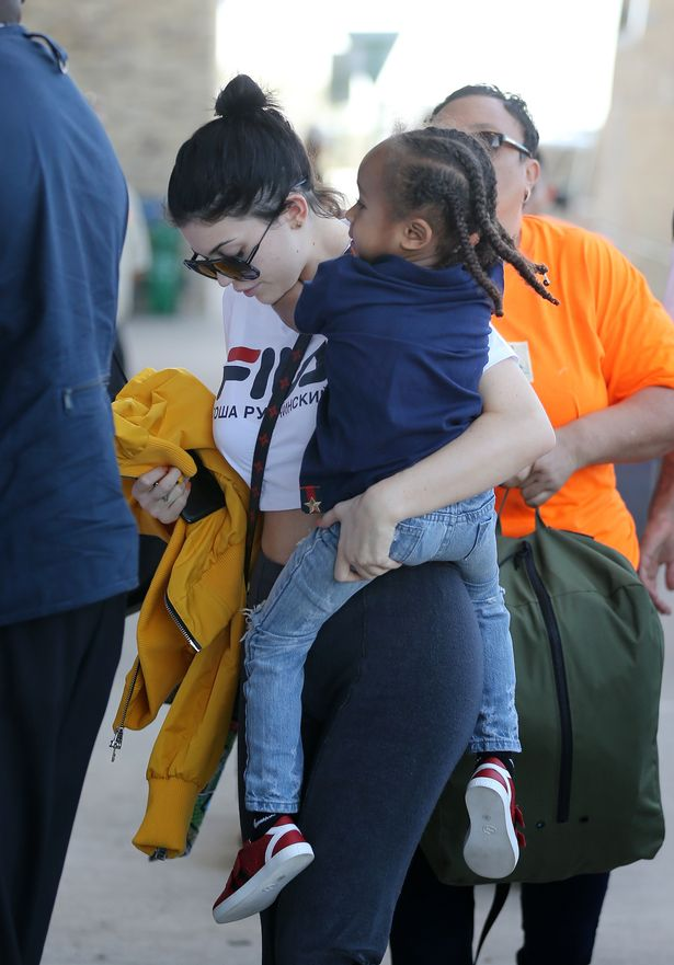 PAY-Kim-Kardashian-with-Kids-and-Kylie-Jenner-Arrive-at-the-Airport-for-Flight-Out-of-Costa-Rica