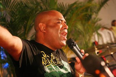 http://www.radios.com.br/aovivo/Radio-Sem-Limites-Gospel/38169