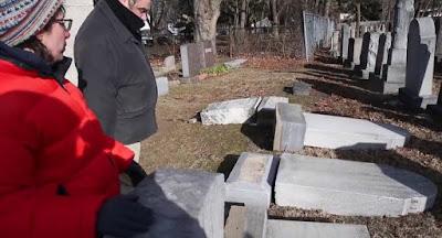 En lo que parece ser el tercer ataque a un cementerio judío en Estados Unidos en las últimas semanas, más de una docena de lápidas fueron dañadas en el cementerio judío Waad Hakolel en Rochester, Nueva York, el jueves, luego de incidentes similares cerca de St. Louis y Filadelfia.