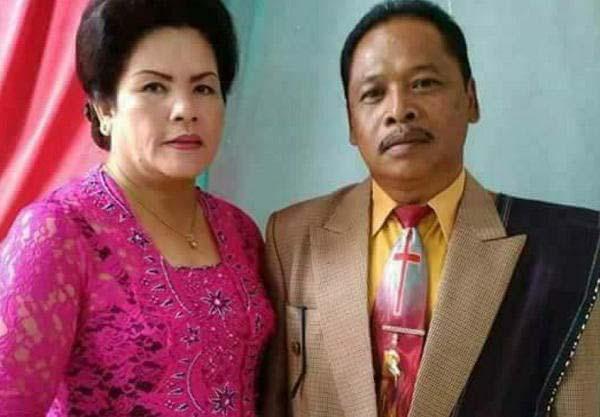 Amron Purba dan istrinya Rosita br Simanjuntak yang tewas tabrakan.