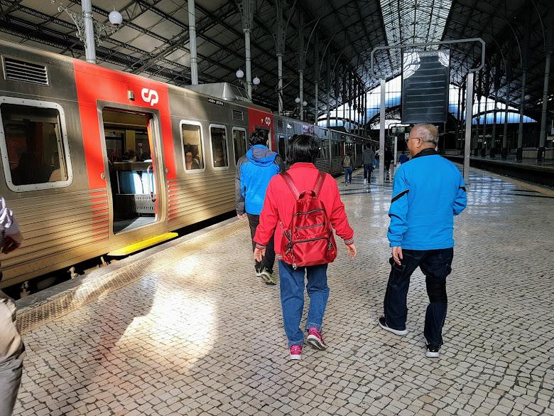 羅西烏火車站站內