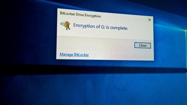 كيفية تشفير بطاقات SD باستخدام ميزة BitLocker في ويندوز 10