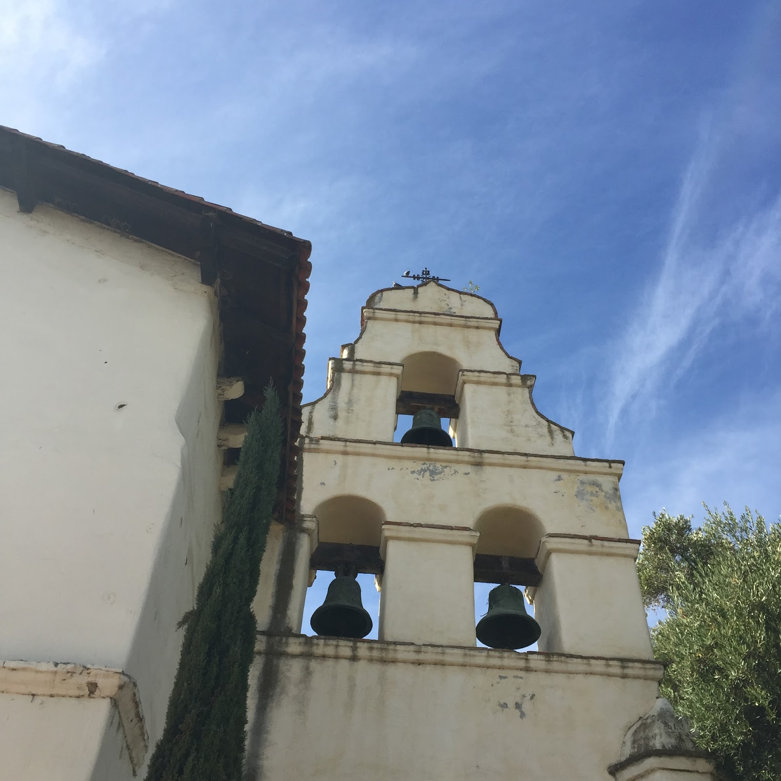 The mission is located on the hilltop of beautiful san juan bautista although it is not in a coastal town it still gets that nice coastal climate in a