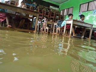 Tiga Sekolah Dasar Negeri di Muara Gembong Tergenang Banjir