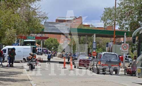Importante flujo migratorio en el paso internacional La Quiaca-Villazón