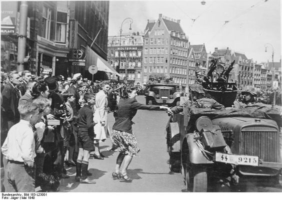 15 May 1940 worldwartwo.filminspector.com Dutch Amsterdam greeting Nazis