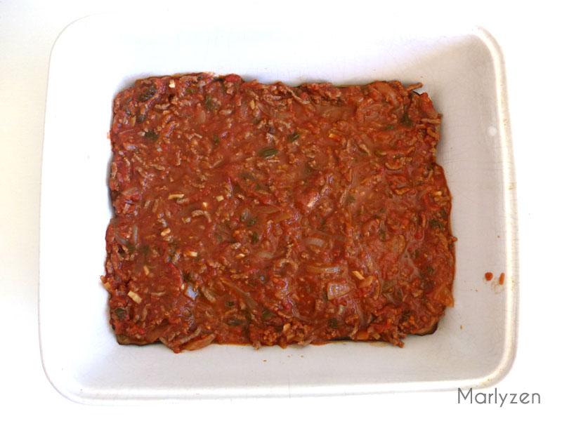 Couche de viande en sauce.
