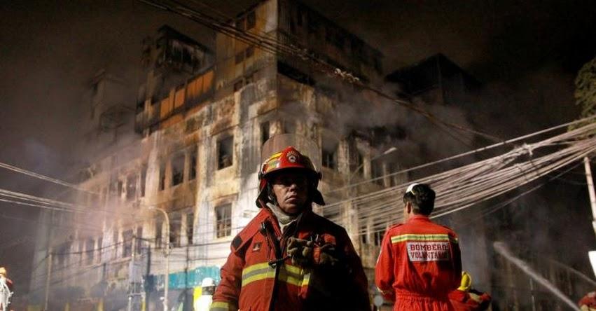 INCENDIO EN LAS MALVINAS: Bomberos controlan incendio en Centro Comercial Nicolini, tras más de 30 horas de arduo trabajo
