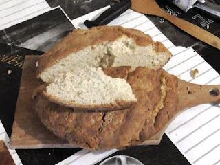 Испек бездрожжевой хлеб на кефире