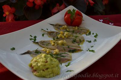 alici, pesce azzurro, passion fruit, avocado guacamole