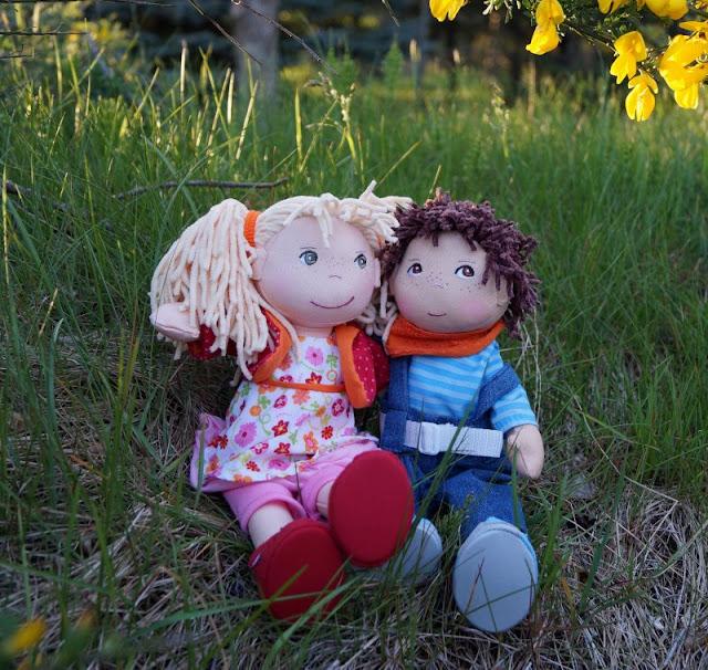 Puppen sind unglaublich wichtig für Kinder, als Freunde und Begleiter der Kindheit. Ich stelle Euch die wunderschön gestalteten und kuschelweichen Puppen Milla und Matze von HABA vor, die gerade bei uns eingezogen sind.