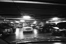parkir mobil di mall